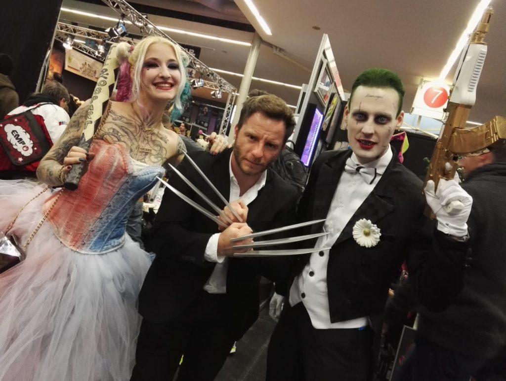 Ob die Krallen bei diesem Pärchen wirklich helfen würden? Harley & Joker sind auf einer Convention aber immer ganz zahm.