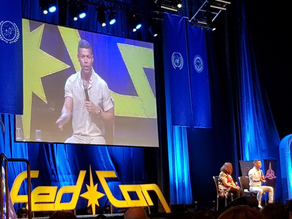 Ein Highlight von Conventions: Star-Panels. Geführte FAQ aus dem Live-Publikum. Nahbare Stars inbegriffen.
